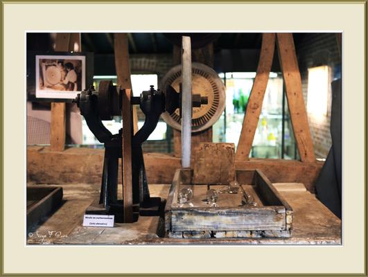 Souffleur de verre - Musée de la verrerie à Blangy sur Bresle - Seine Maritime - Normandie - France - Juin 2013