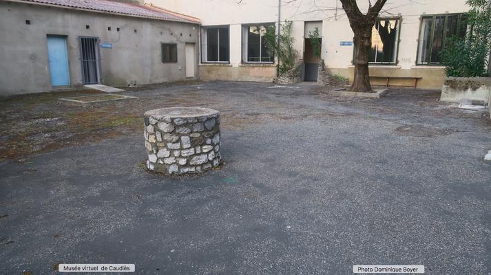 Ancien puits (cour des garçons)