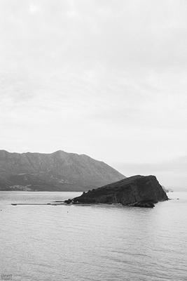 strandinsel vor budva