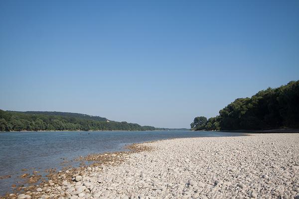 an der Donau entlang