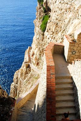 600 stufen runter zur grotta di nettuno