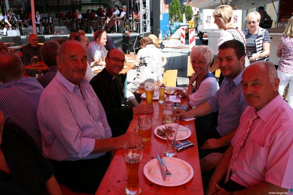 Mit dem 3. Bgm Alfons Altmann, Pfr Tobias Magerl, Bürgermeisterin Rita Röhrl und 2. Bgm Gerhard Ebnet am Teisnacher Bürgerfest