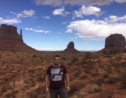 Während eines USA Urlaubes, im Hintergrund das Mounument Valley