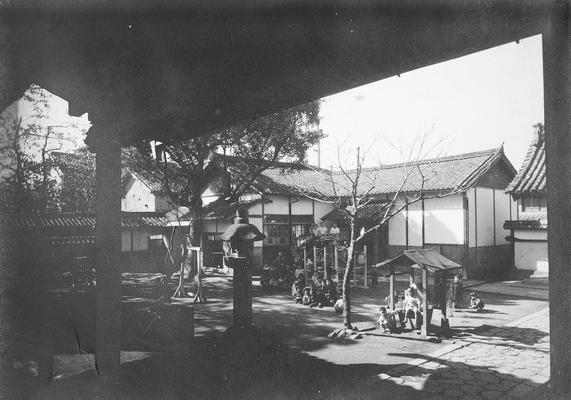 長福寺本堂よりみた園全景