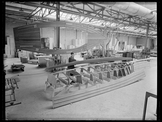 """de bouw van het eerste """"Valk"""" prototype , najaar 1939"""