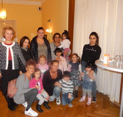 Eltern und Kinder mit Bmstr. Ing. Caroline Palfy und Mag. Petya Reiss