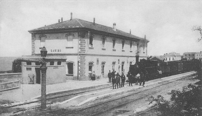 L'arrivo del treno proveniente da Termoli e diretto a Campobasso e da qui alle altre città e paesi dell'Appennino - tra cui Pietrelcina -  e della costa tirrenica (1890 ca)