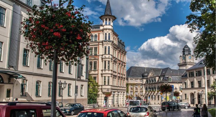 """Blick auf die Bibliothek und Jugendherberge """"Alte Feuerwache"""""""