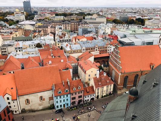 Blick auf das alte Klostertor zum Johannishof aus der Vogelperspektive