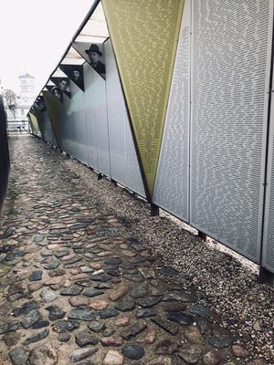 Mit seiner Ausstellung gibt es Zeugnis über die Verbrechen der Nazis und die Schicksale der 70.000 ermordeten lettischen Juden. Und niemand soll vergessen werden.