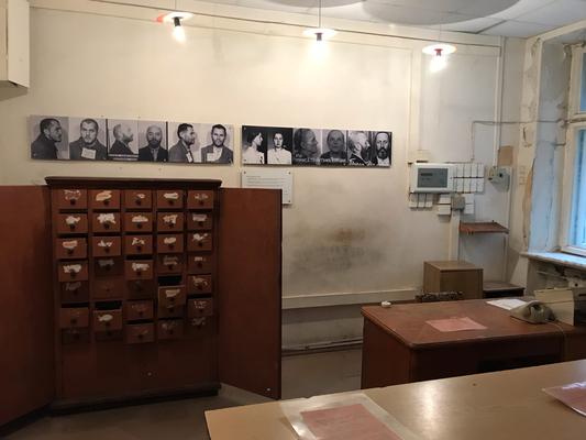 Im Anmelderaum wurden die politischen Gefangenen registriert und katalogisiert.