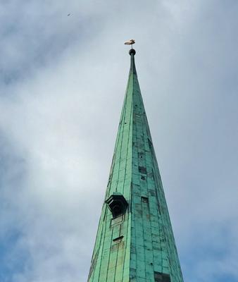 Die kleine Glocke auf dem Dach der Jakobskirche soll auch geschlagen haben, wenn eine untreue Ehefrau vorüberging - und die Glocke soll oft geschlagen haben.