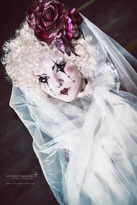Model: Miss Deadly Heartland