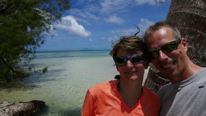 Einsame kleine Insel mit dem Kajak entdeckt