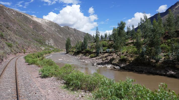 Mit dem Zug fahren wir von Cusco in 10.5h nach Puno