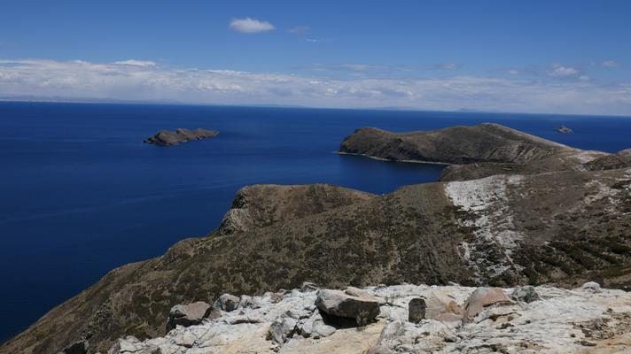 Zu Fuss unterwegs auf der Sonneninsel auf dem Titicacasee, Wir sind stets auf um die 4'000müM