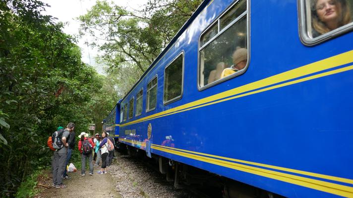 Auf dem Weg zum Machu Picchu. Irgendwo unterwegs sind wir mit dem Guide ausgestiegen