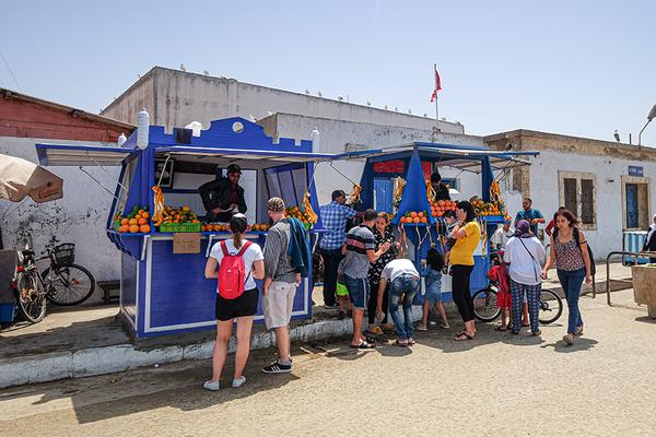 Preiswerte erfrischende Säfte im Hafen von Essaouira