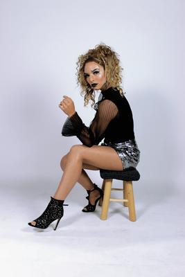 Ice Queen - Model: Enola Mulder - Photographer: Richelle Akkermans - Hairstylist: Mariska van Zanten