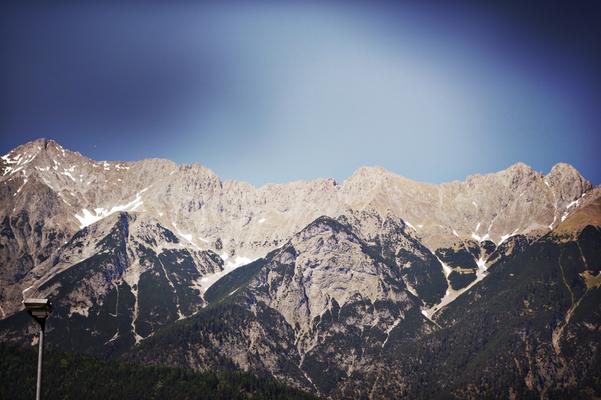 Blick auf die schneebedeckte Berge. Und das noch Ende Mai
