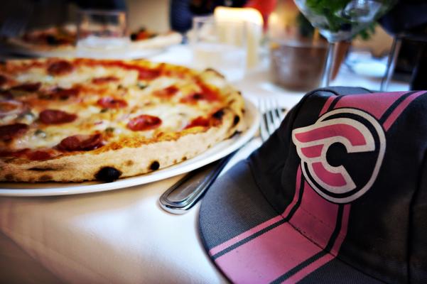 Was trägt man zur guten Pizza. Cinelli :-)