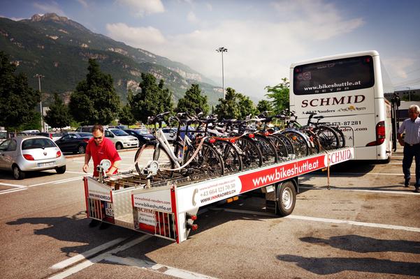 Fahrrad-Rücktransport von Verona nach Bozen. Der Shuttle kommt pünktlich und alles klappt perfekt