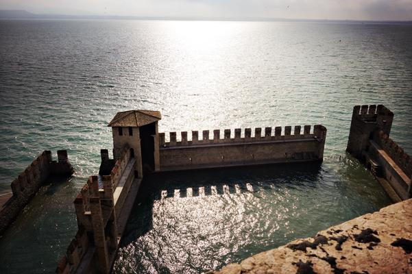 Ebenfalls ein Blick von der Burg in Sirmione auf den Garda See.