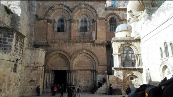 Eingang zur Grabeskirche