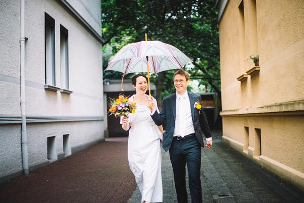 schlichtes Brautkleid für Schwangere aus Bio-Baumwolle