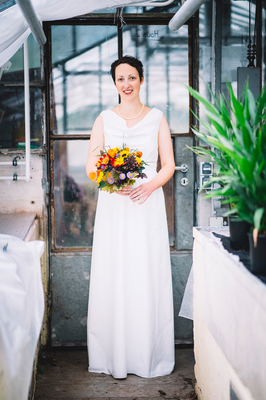 schlichtes Umstands-Brautkleid aus Bio-Baumwolle