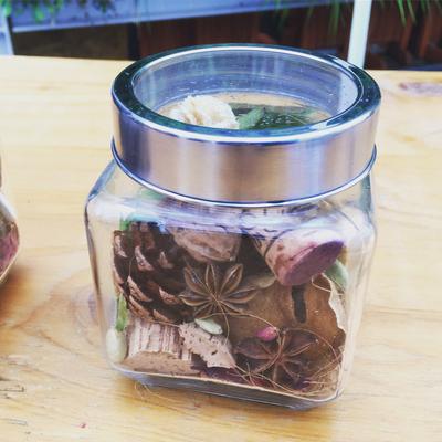 新宿ニュウマン ワークショップ「香りを楽しむインテリアボトル」作り