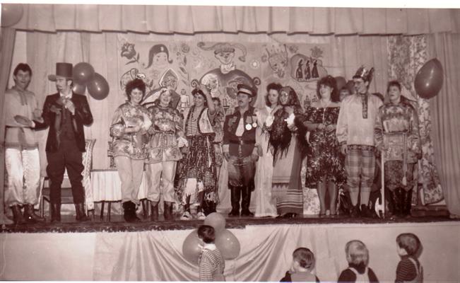 Педагогический коллектив на сцене
