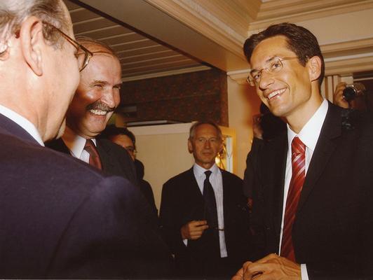 26. Juni 2003 Besuch von Karl-Heinz Grasser, Österreichischer Bundesminister für Finanzen, beim Liechtensteiner Presseclub, Hotel Real