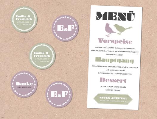 Menükarte und Anhänger/Aufkleber (Juhu Papeterie, Hochzeitsset, Kraftpapier, moosgrün, Lavendel, Vintage, Hochzeitseinladung)