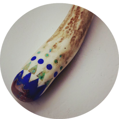 Deerantler with inlayed Lapislazuli & Turqoise with an Australian Boulderopal / 360Sfr - GIFTED