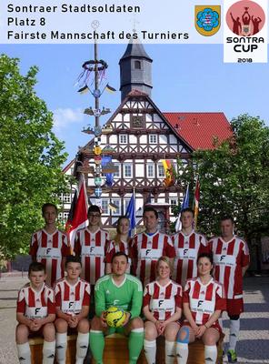 Für die Mannschaften wurden mithilfe von Green Screens Teamfotos erstellt, die anschließend vor passende Hintergrundfotos eingefügt wurden.