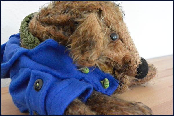 Fredi in seinem Paddington-Dufflecoat
