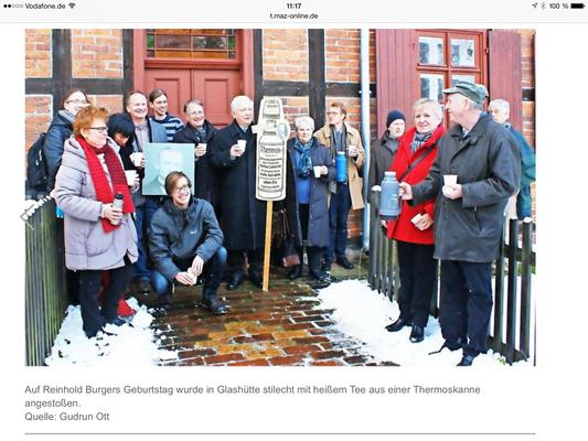 Bild: Familie Burger mit Geburtstagsgästen zu Ehren Reinhold Burgers