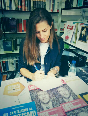 Firmando en la Feria del Libro (Madrid)