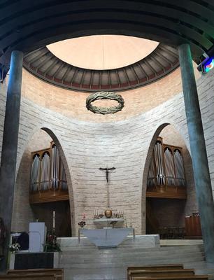Altare e corona in legno massiccio