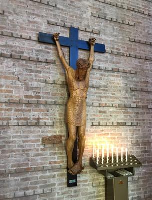 Crocifisso in legno d'ulivo