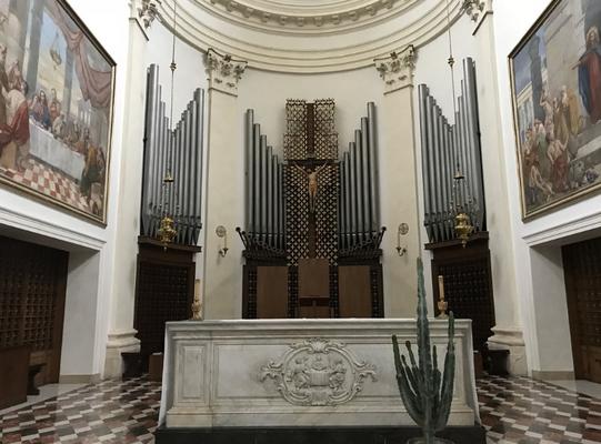 Altare centrale, e organo