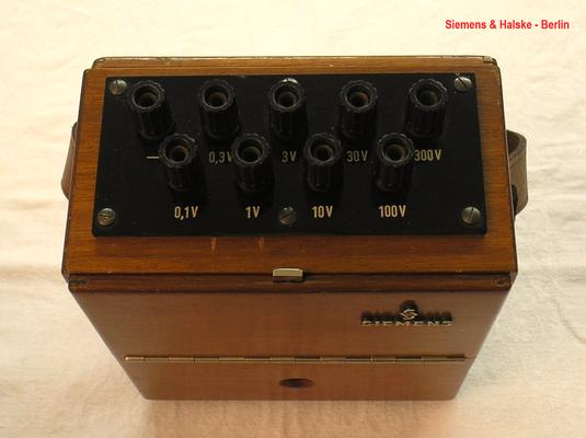 Bild 474-1 - Siemens & Halske - Berlin - Labor Voltmeter Gleichspannung bis 300,0 Volt - Fertigungsjahr 1958
