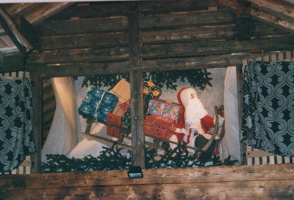 """""""Fenster"""" 24. Dezember: Werk von Werner Kessler im Kehrichgädeli."""