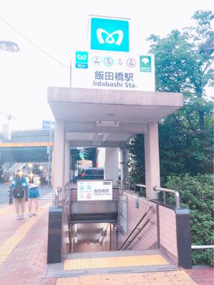 横断歩道を渡って、東京メトロ地下鉄出入り口(A2)が目の前に。