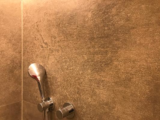 Wirkungsvolle Wandbeschichtung in der Dusche