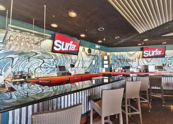 クールな空間、Surferバーではライブがちょくちょく行われてます。