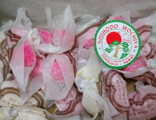 Nisshodo Candy Store はロコに人気のお店。このチチダンゴもやさしい味がなんだかなつかし〜アイテムです。 http://nisshodomochicandy.com/