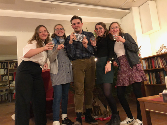 Gemeinsames Weihnachtsfest mit den Schwedenpraktikantinnen Klara, Sonja, Clarita und Hannah (v.l.)