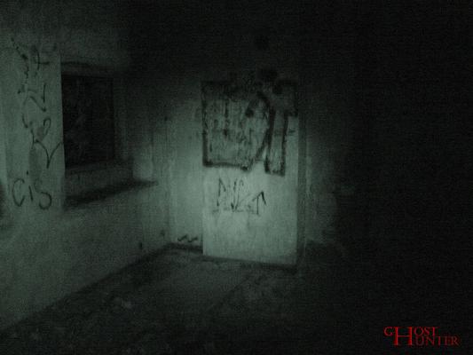 Dieses Foto wurde ein paar Sekunden später gemacht. In der Zwischenzeit hatte sich Nicole von dieser Stelle wegbewegt. Keine paranormale Ursache. #Ghosthunters #paranormal #ghosts #geist